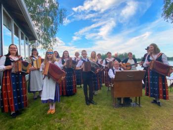Perinteisen kansanmusiikin konsertti SyysPalkeet pidetään Sydänmaan Ns:lla sunnuntaina 19.9.2021 klo 13.00 alkaen.