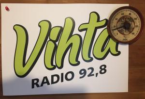 Vihtaradio on alavutelainen paikallisradio 92,8 MHz taajuudella. Lähetykset lauantaisin.